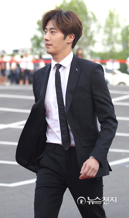 2016 5 21 Jung Il-woo at the Asian Model Awards. Red Carpet walk in. 16