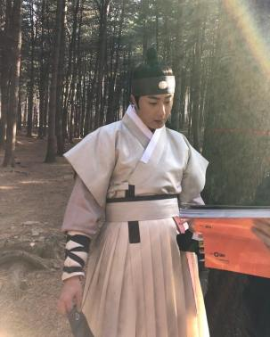 2019 2 26 Jung Il-woo in Haechi Episode 6 (11,12) Behind the Scenes. Cr. SBS 1