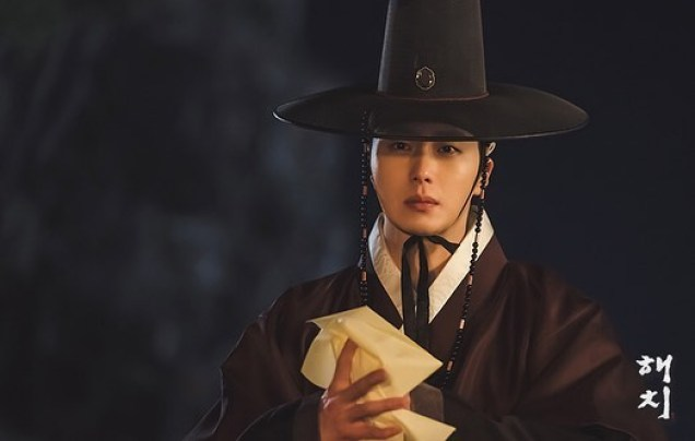 2019 2 26 Jung Il-woo in Haechi Episode 6 (11,12) Behind the Scenes. Cr. SBS 10
