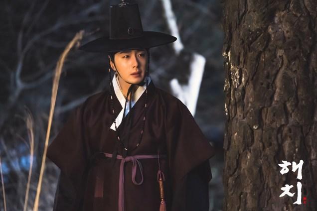 2019 2 26 Jung Il-woo in Haechi Episode 6 (11,12) Behind the Scenes. Cr. SBS 11.2.jpg
