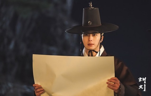2019 2 26 Jung Il-woo in Haechi Episode 6 (11,12) Behind the Scenes. Cr. SBS 12
