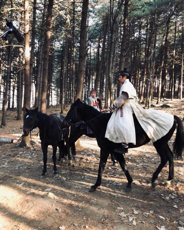 2019 2 26 Jung Il-woo in Haechi Episode 6 (11,12) Behind the Scenes. Cr. SBS 2