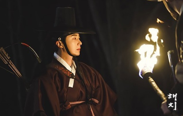 2019 2 26 Jung Il-woo in Haechi Episode 6 (11,12) Behind the Scenes. Cr. SBS 9