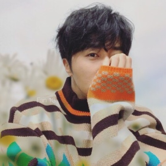 2019 3 Jung Il-woo in oversized sweater cuteness and overcaot for Kribbit Magazine. FLower ones edited by Fan 13 7
