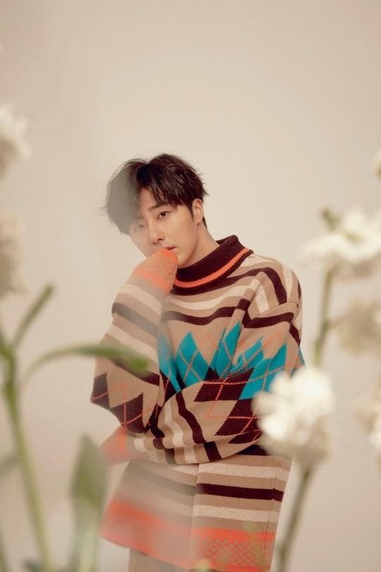 Jung Il-woo in oversized sweater cuteness. 1.JPG
