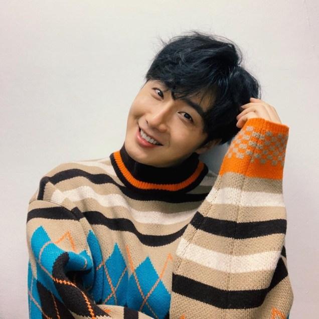 Jung Il-woo in oversized sweater cuteness. 3.JPG