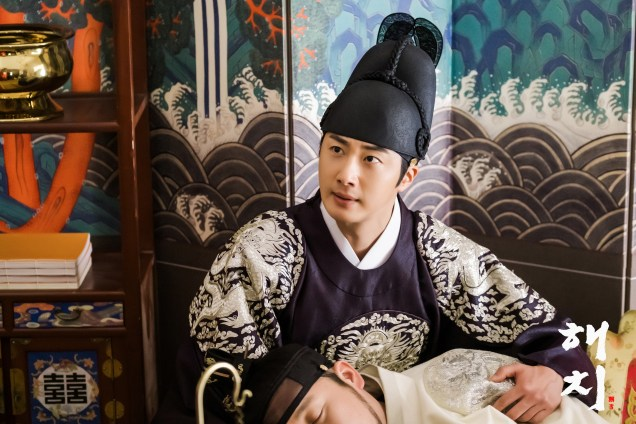 2019 4 9 Jung Il-woo in Haechi episode 17 (33-34). Website Photos. Cr. SBS 2