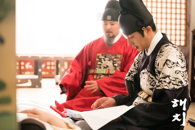 2019 4 9 Jung Il-woo in Haechi episode 17 (33-34). Website Photos. Cr. SBS 6