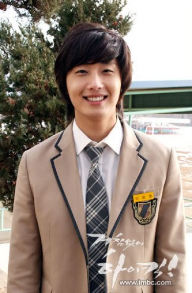 Jung Il-woo as Yoon-ho in Unstoppable High kick. 200711