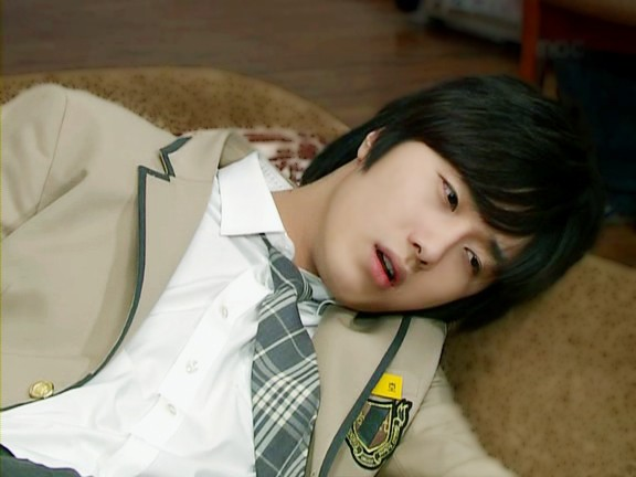 Jung Il-woo as Yoon-ho in Unstoppable High kick. 20072