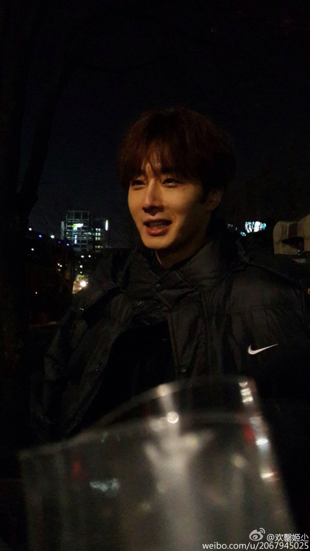 2016 Jung Il-woo in Cinderella and the Four Knights. Behind the Scenes. Fans. Black, Night Cr. tvN 4
