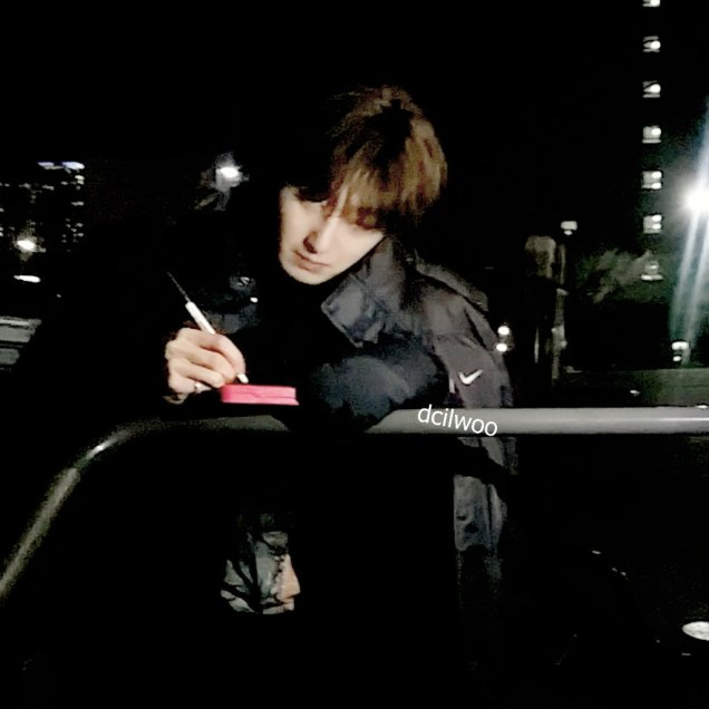 2016 Jung Il-woo in Cinderella and the Four Knights. Behind the Scenes. Fans. Black, Night Cr. tvN 5