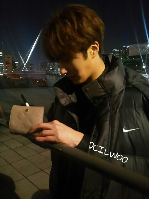2016 Jung Il-woo in Cinderella and the Four Knights. Behind the Scenes. Fans. Black, Night Cr. tvN 9
