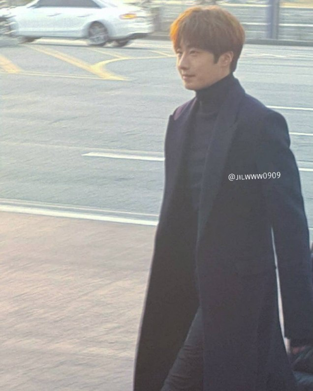 2016 Jung Il-woo in Cinderella and the Four Knights. Behind the Scenes. Fans. Car take. Cr. tvN 4