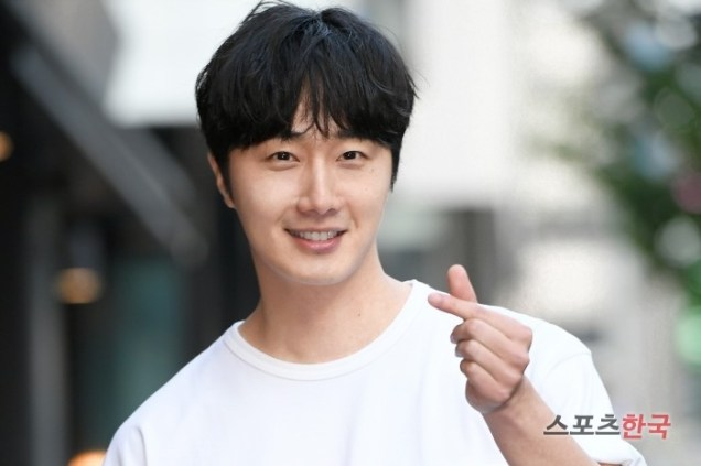 Jung Il-woo arrives to the Wrap Up Party of Haechi. April 30, 2019. 18