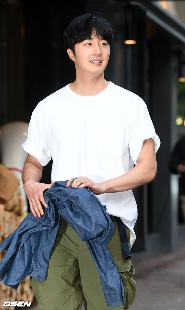 Jung Il-woo arrives to the Wrap Up Party of Haechi. April 30, 2019. 21