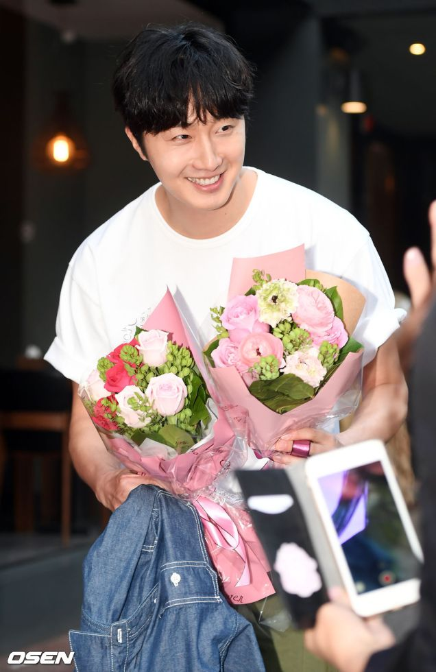 Jung Il-woo arrives to the Wrap Up Party of Haechi. April 30, 2019. 28