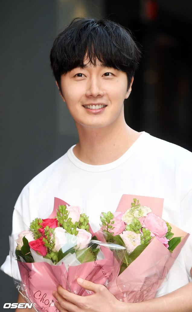 Jung Il-woo arrives to the Wrap Up Party of Haechi. April 30, 2019. 36