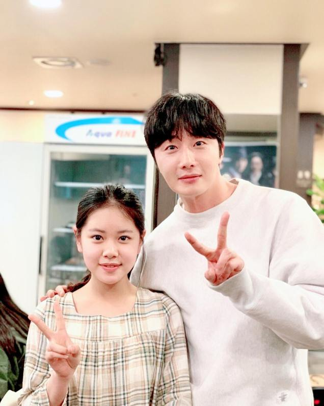 Jung Il-woo in selfies at the Wrap Up Party of Haechi. April 30, 2019. 10
