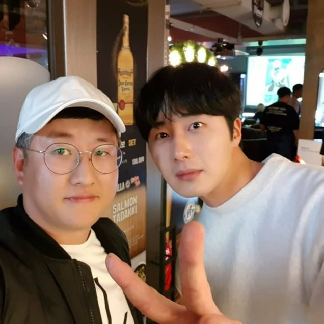 Jung Il-woo in selfies at the Wrap Up Party of Haechi. April 30, 2019. 6