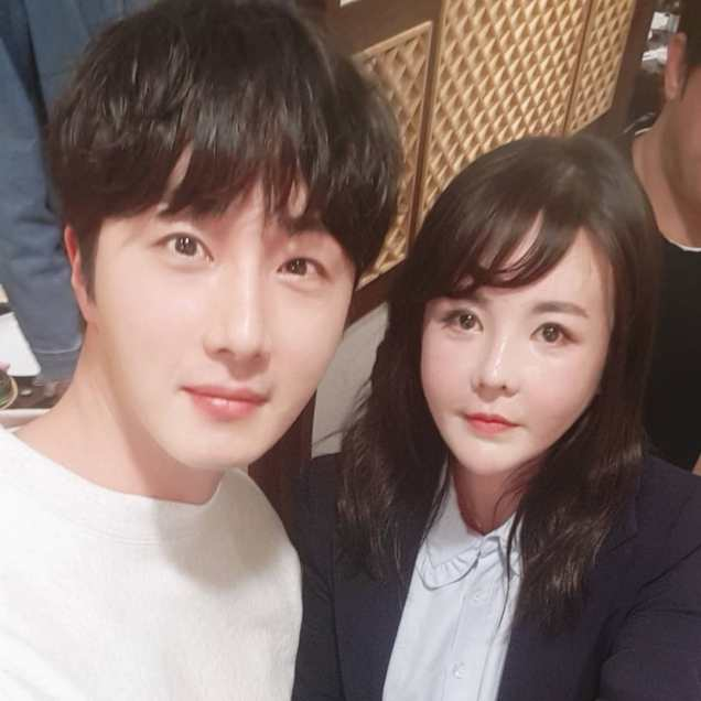 Jung Il-woo in selfies at the Wrap Up Party of Haechi. April 30, 2019. 8