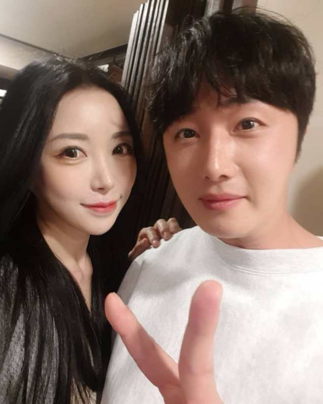 Jung Il-woo in selfies at the Wrap Up Party of Haechi. April 30, 2019. 9