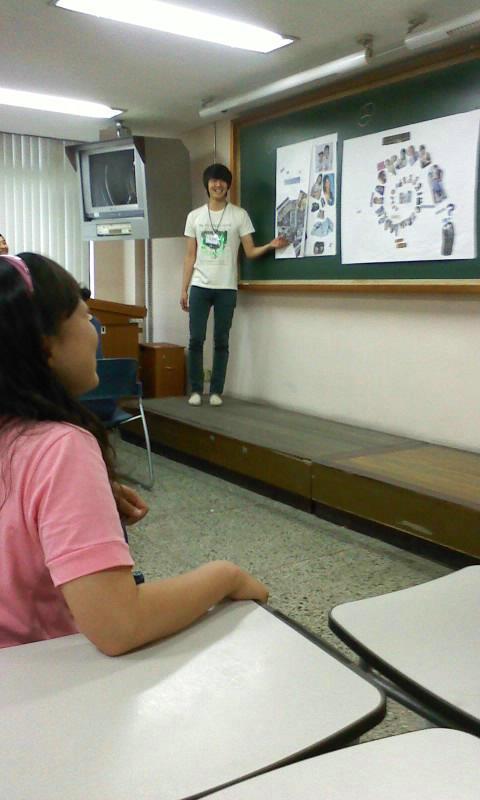 2010 Jung Il-woo in class at Hanyang University.jpg