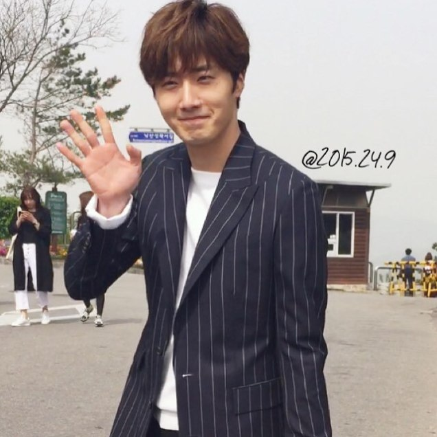 Jung Il-woo walking in the Ihwa Mural Village during the filming of Cinderealla and the Four Knights. Cr. 2015.24.9, DCIlwoo, Chinchin & Lovely_illim. 2016 33