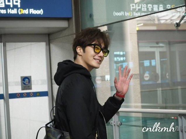 Jung Il-woo at Incheon Airport. Cr. Various. 4.jpg