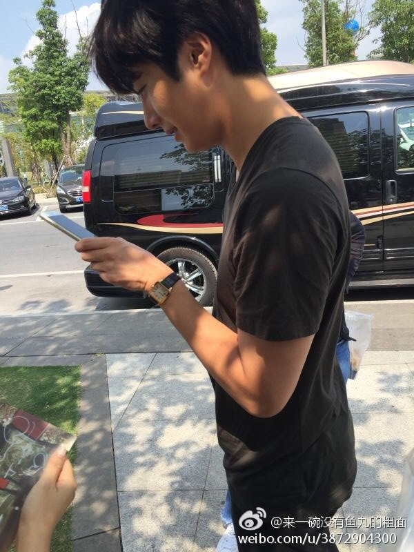 2016 9 23. Jung Il-woo in Cinderella and the Four Knights. Cr. Fans, on photos. Black Shirt 2