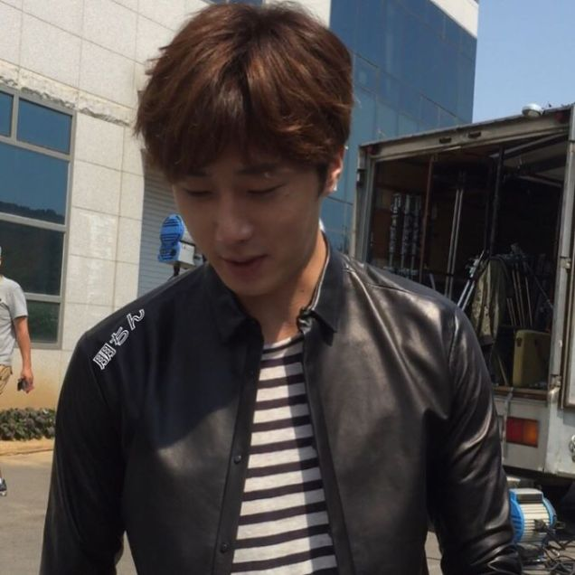 2016 9 26 Jung Il-woo in Cinderella and the Four Knights. Behind the Scenes. Fan taken. Cr. On them. 7