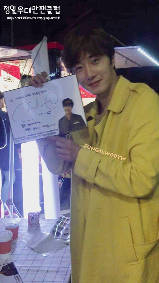 Jung Il-woo in Cinderella and the Four Knights. Episode 8. Cr. tvN Yellow Overcoat. Fan Take. Cr. on them. PNG6