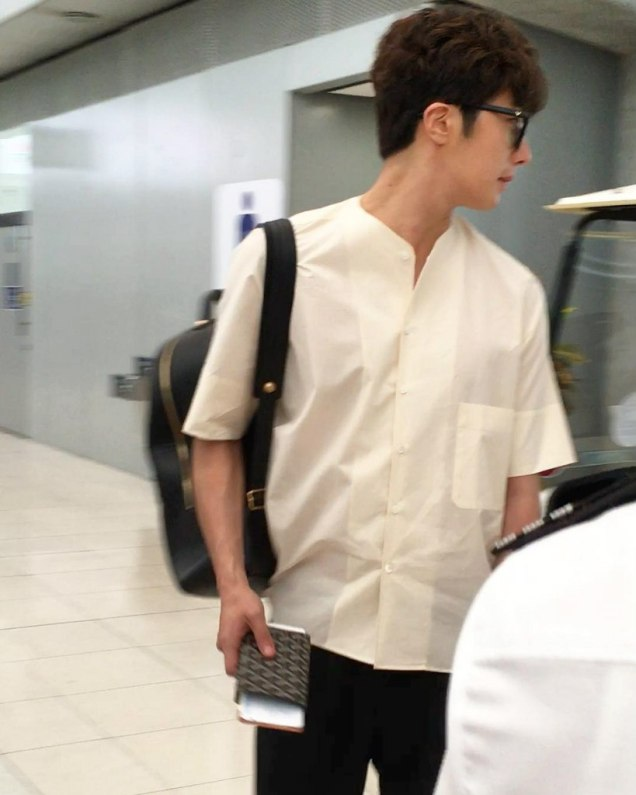 2016 6 5 Jung Il-woo arrives to the airport in Thailand for the filming of Love and Lies. 24