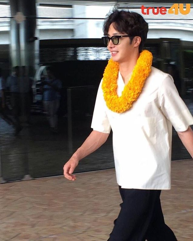 2016 6 5 Jung Il-woo arrives to the airport in Thailand for the filming of Love and Lies. 4