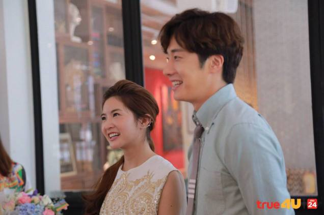 Jung Il-woo with Mild welcomed on their first day of shooting Love and Lies. Cr. LeayDoDee Studio & True 4U TV. 1