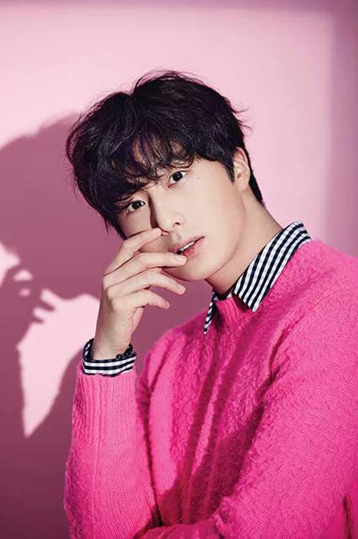 2016 11 Jung Il woo in East? (Chinese) Magazine. Vol. 34. 4