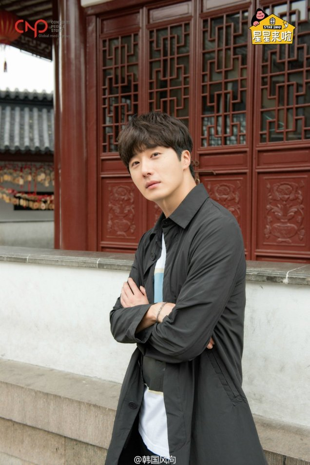 2016 11 Jung Il woo in photos promoting Star Shop. 14
