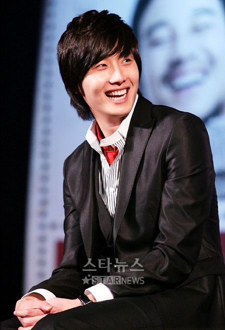 2007 Jung Il-woo at the Press Conference for the movie My Love.jpg