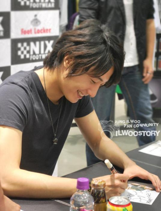 2010 Jung Il woo in Nix Shoes Fan Signings. 2