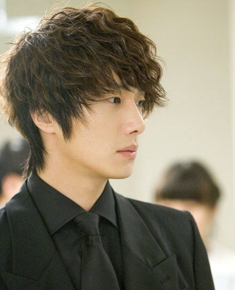 2011 Jung Il woo as The Scheduler in 49 Days. Black Jacket. 5.jpg