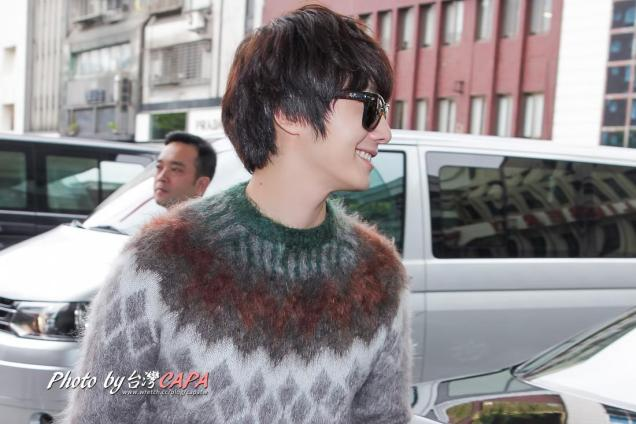 2012 10 23 Jung II-woo travels to Taiwan. Airport Arrival00008