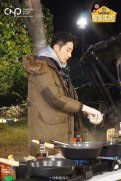 2016 11 Jung Il-woo in Star Shop. Cooking Outside. 14