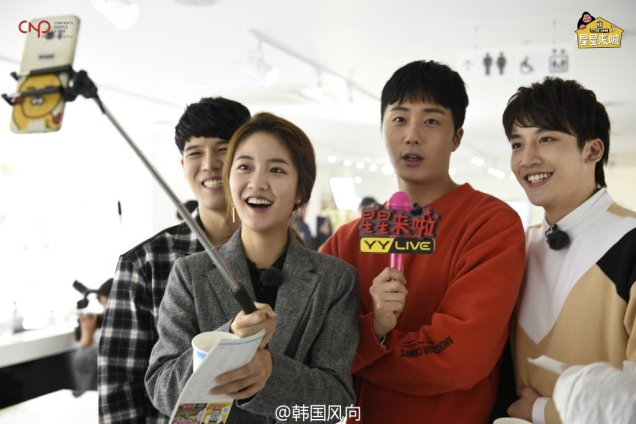 2016 11 Jung Il-woo in Star Shop. Interview with orange sweater and cast. 5