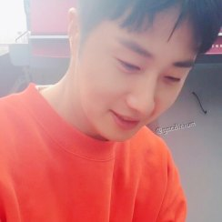 2016 11 Jung Il-woo in Star Shop. Interview with orange sweater. 5