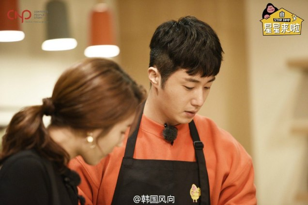 2016 11 Jung Il-woo in Star Shop. Interview with orange sweater. Cooking. 6
