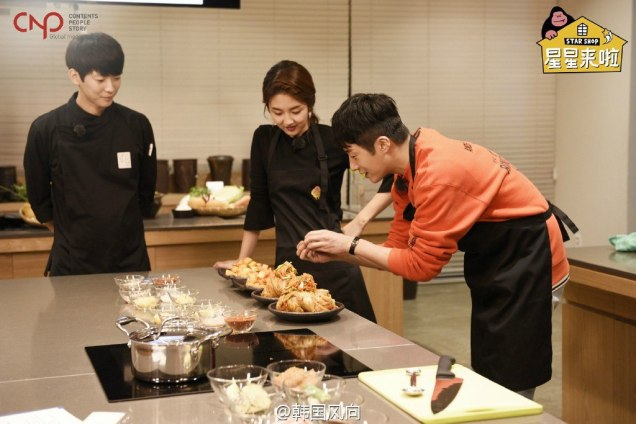 2016 11 Jung Il-woo in Star Shop. Interview with orange sweater. Cooking. 8