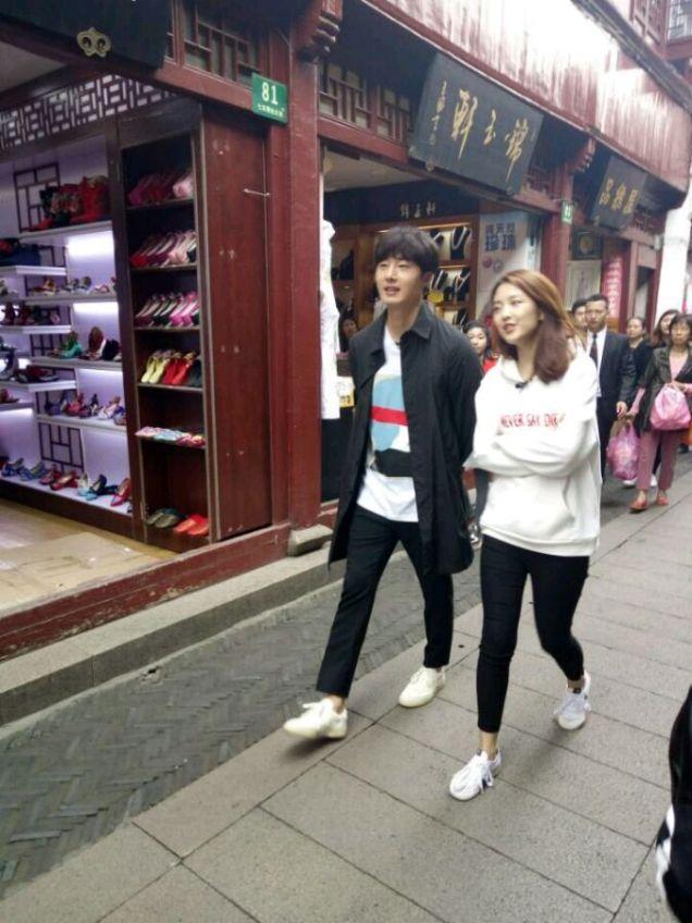 2016 Jung Il woo in Star Shop photos. Dark Gray short overcoat. 9