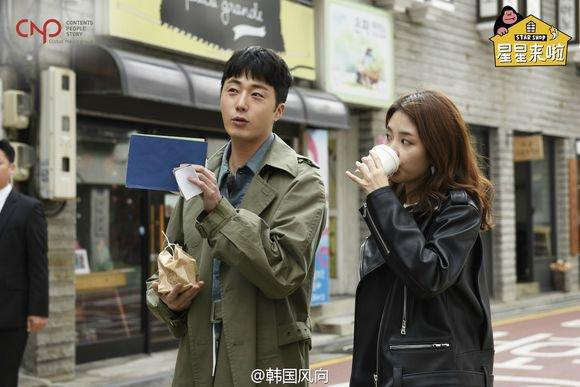 2016 Jung Il woo in Star Shop photos. Green overcoat. 14