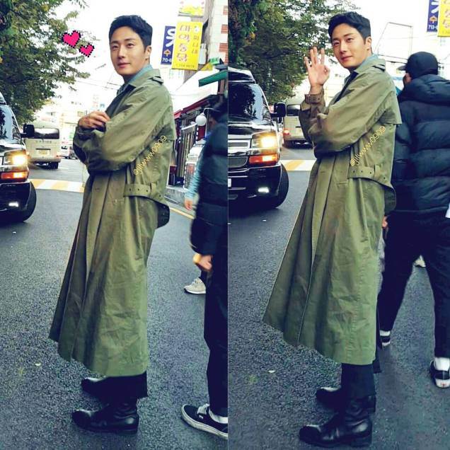 2016 Jung Il woo in Star Shop photos. Green overcoat. 8