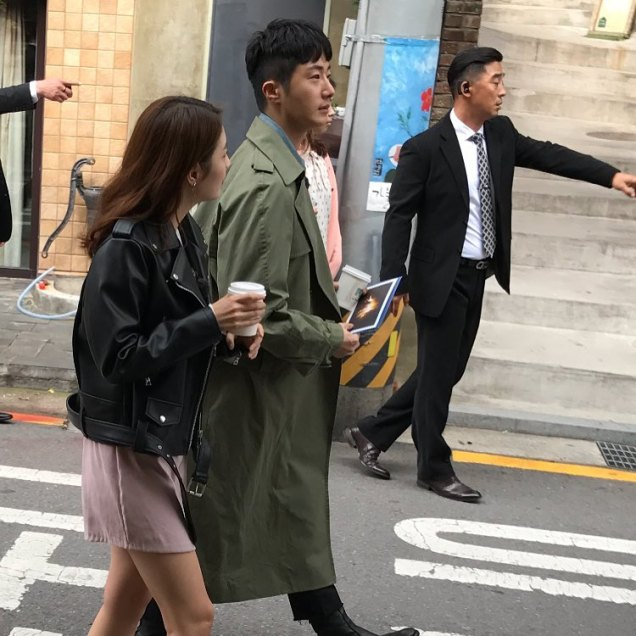 2016 Jung Il woo in Star Shop photos. Green overcoat. 9